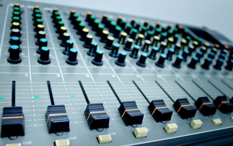 音響機器ミキサー画像