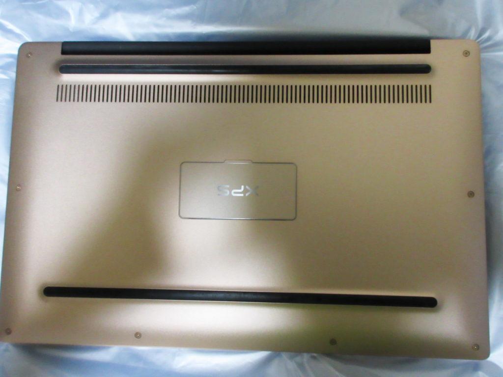 Dell XPS 13(9360)の底面の画像