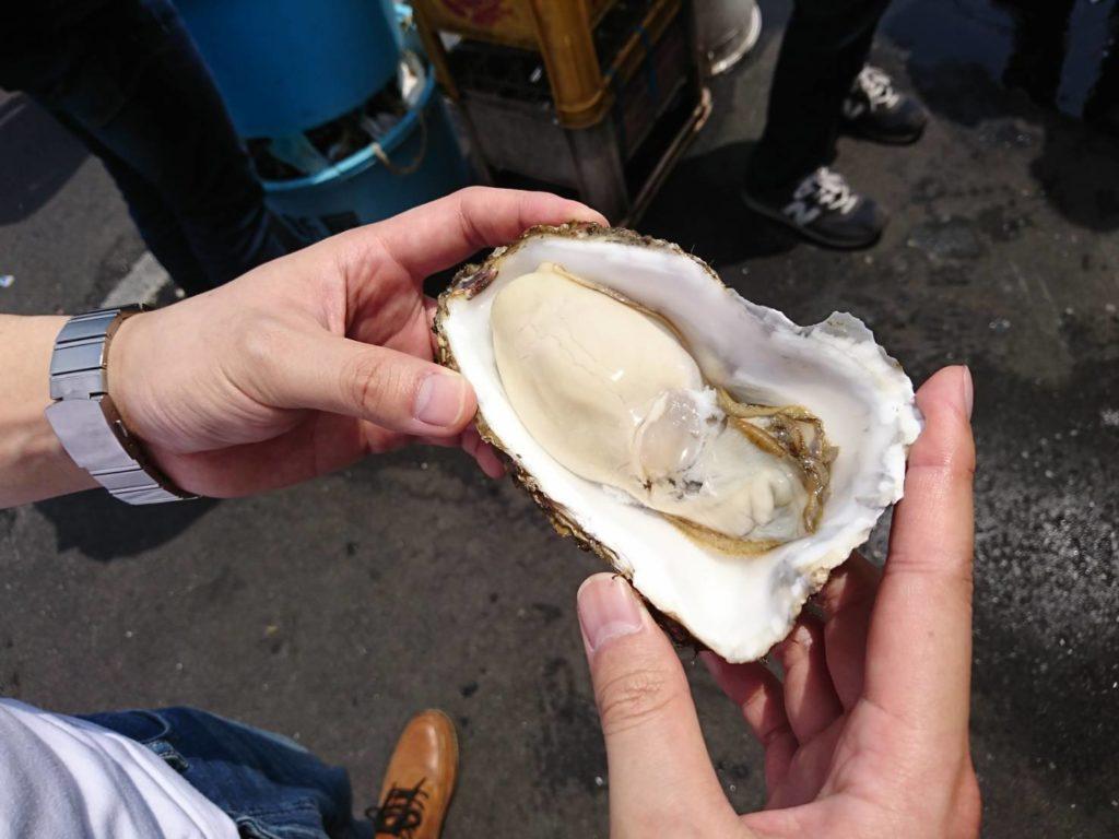 那珂湊おさかな市場の生牡蠣の画像